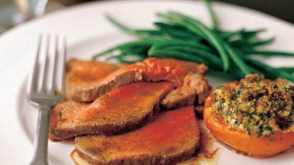 Inabisita beef steak with gravy