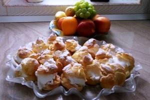 Mini eclairs with vanilla cream or Choux à la crème