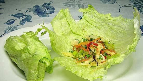 Rulouri de salata verde cu umplutura de pui