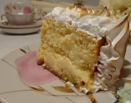 Cake with lemon cream and meringue