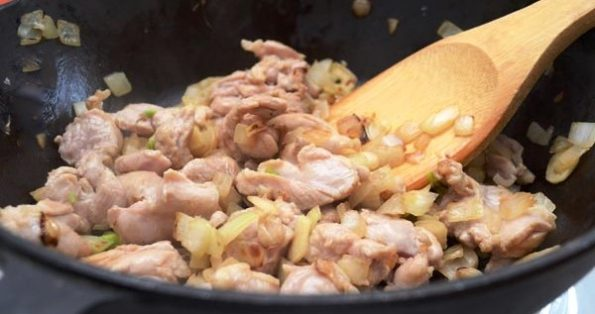Chicken with cream and mushrooms